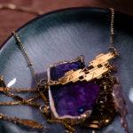 Collier 3 poissons finition or dans une coupelle - Les Naturalistes bijoux