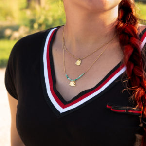 Collier poisson papillon finition or et jaspe verte porté avec un collier poisson ange finition or - Les Naturalistes bijoux
