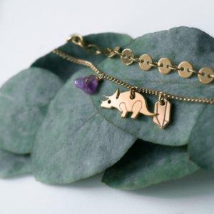 Bracelet #3 : Pierre fine, 2 pampille et chaine double médaillon - finition tricératop et améthyste or - Les Naturalistes bijoux