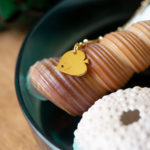 Collier poisson ange finition or avec des coquillages 2 - Les Naturalistes bijoux