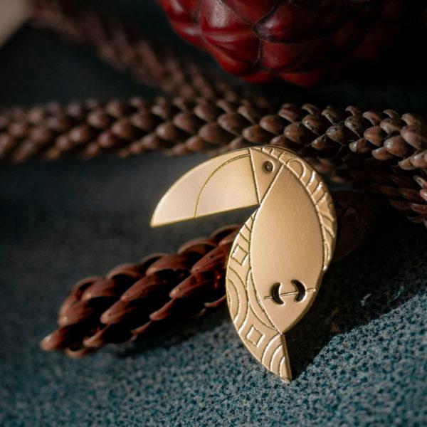 Pins toucan finition or avec éléments naturels - Les Naturalistes bijoux