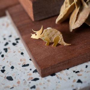 Pins tricératops finition or sur du terrazio - Les Naturalistes bijoux